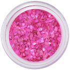 Rózsaszín, rendszertelen alakú törmelékek