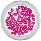 Rózsaszín körömdíszítő kövek – szívecskék