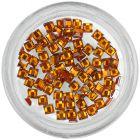 Narancssárga körömdíszek - négyzet alakú kövecskék
