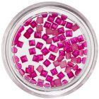 Gyöngyházas négyzetek körmökre – ciklámen színű